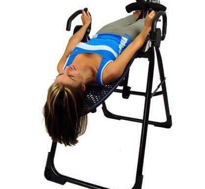 Жена тренира надолу с главата   Lejanki.bg