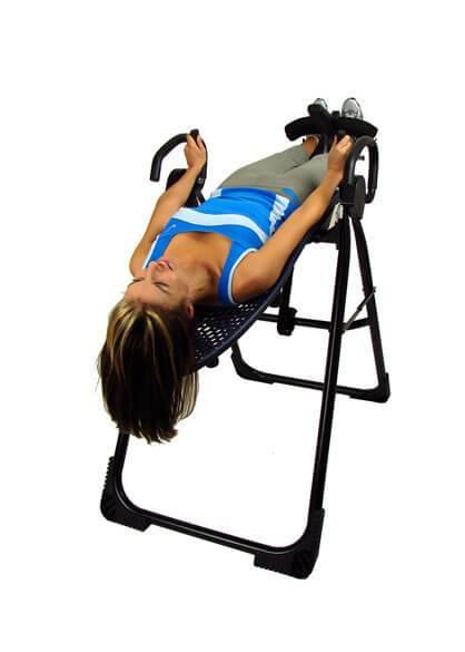 Жена тренира надолу с главата | Lejanki.bg