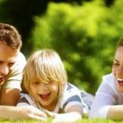 Щастливо семейство с дете   Lejanki.bg