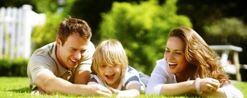 Щастливо семейство с дете | Lejanki.bg